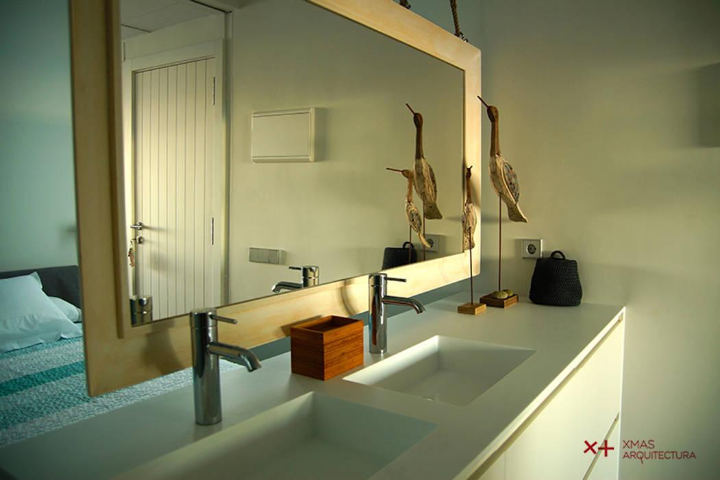 Mediterranean style bathroom by Xmas Arquitectura e Interiorismo para reformas y nueva construcción en Barcelona Mediterranean