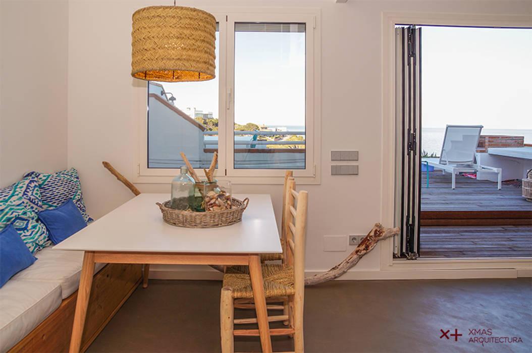 Comedor con banco: Comedores de estilo  de Xmas Arquitectura e Interiorismo para reformas y nueva construcción en Barcelona,