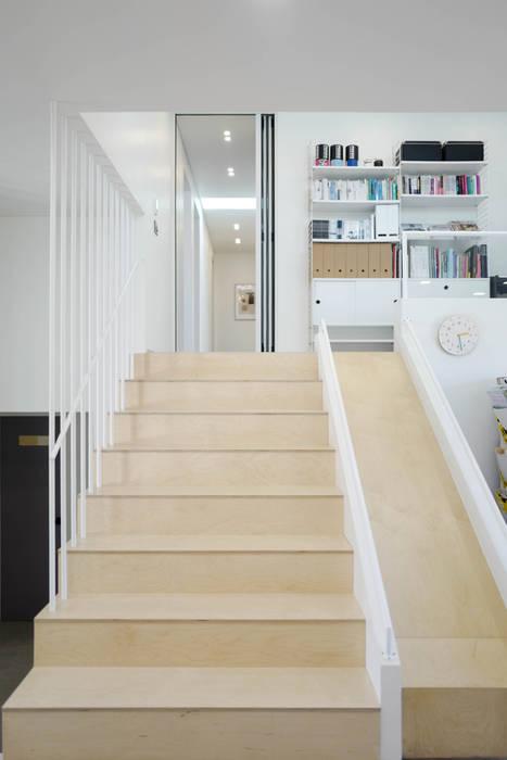 장성 민경담: 인우건축사사무소의  계단,모던