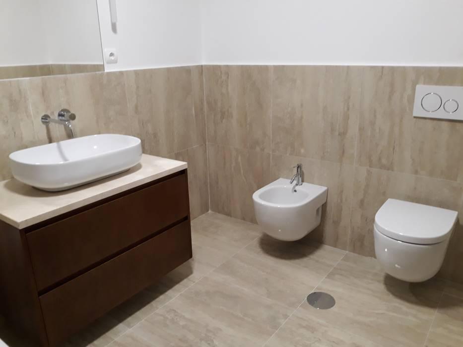 Fiscalização e Gestão de Obra: Casas de banho  por AREADOBRAS®,Moderno