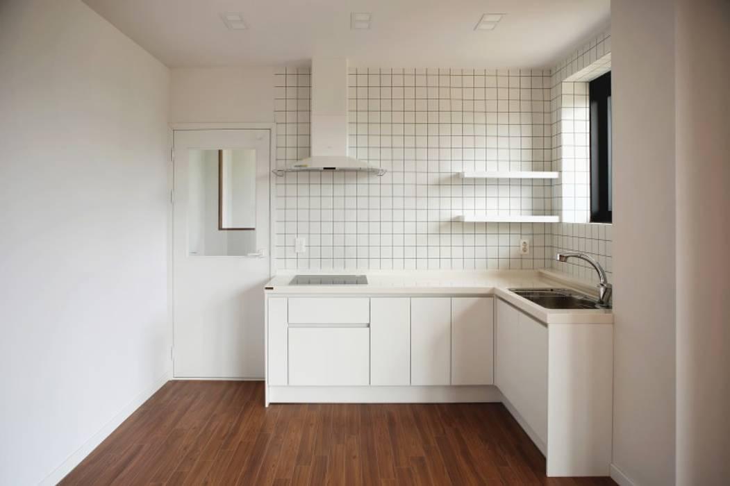 호캉스가 안부러운 럭셔리 전원주택 : 주식회사 큰깃의  주방,모던