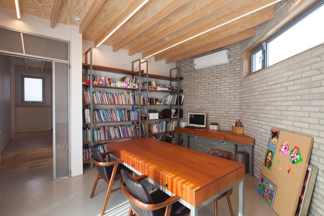 1층 화실: 위드하임의  서재 & 사무실,
