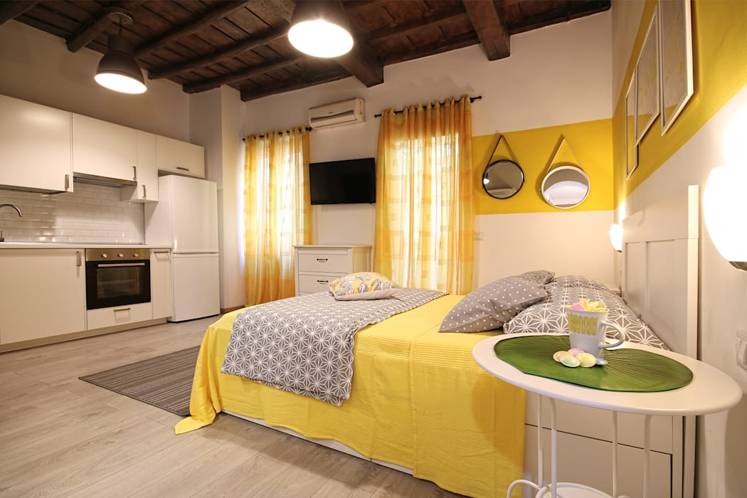 Relooking Appartamento in Quartiere Monti, Roma: Camera da letto in stile  di Creattiva Home ReDesigner  - Consulente d'immagine immobiliare