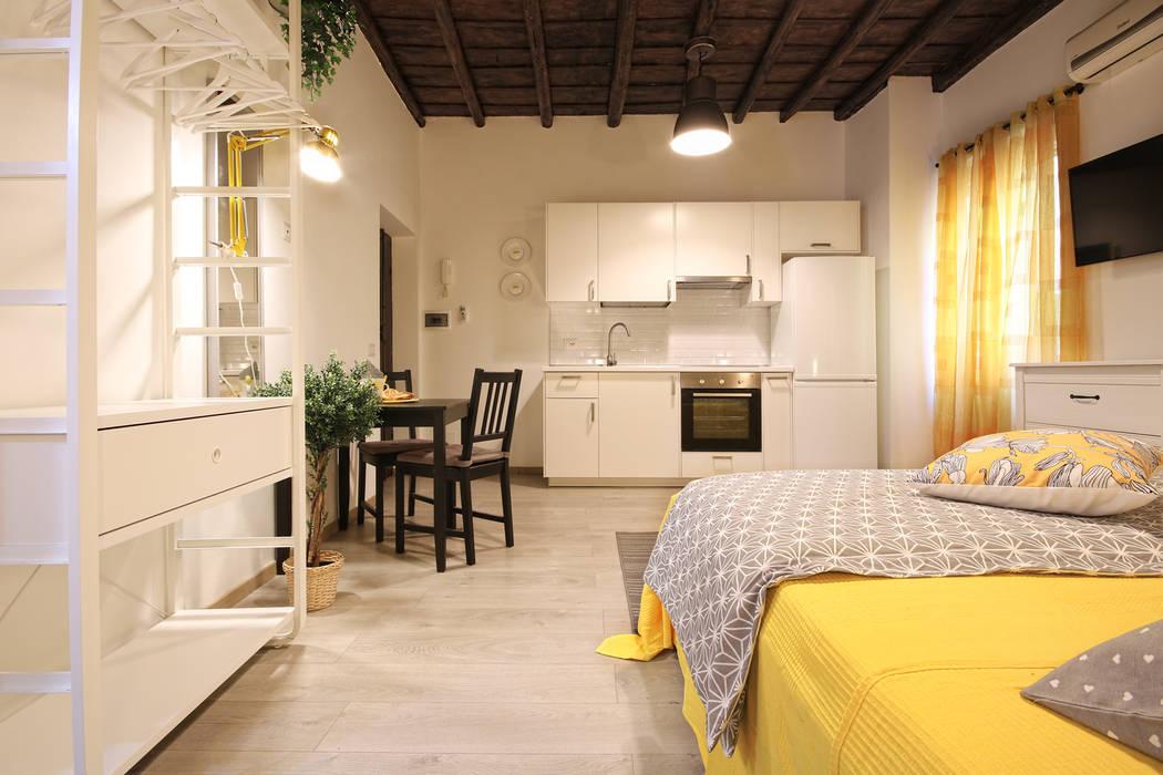 Relooking Appartamento in Quartiere Monti, Roma: Sala da pranzo in stile  di Creattiva Home ReDesigner  - Consulente d'immagine immobiliare