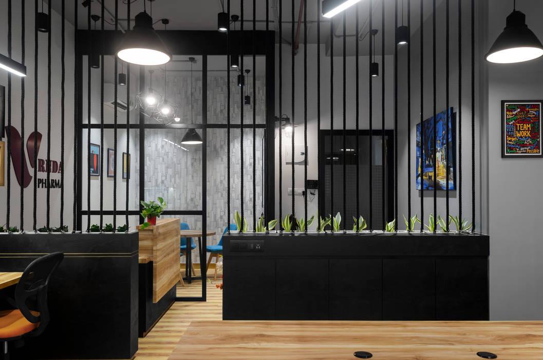 محلات تجارية تنفيذ The Design Chapel, ريفي خشب رقائقي