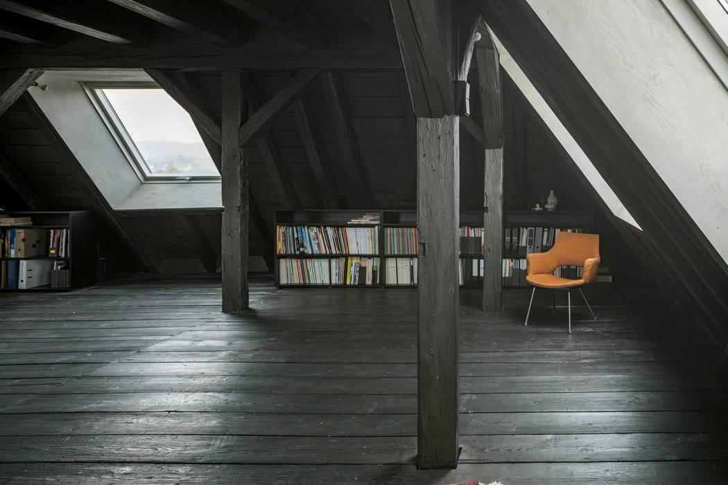 Gimnasios en casa de estilo  por AMUNT Architekten in Stuttgart und Aachen, Asiático