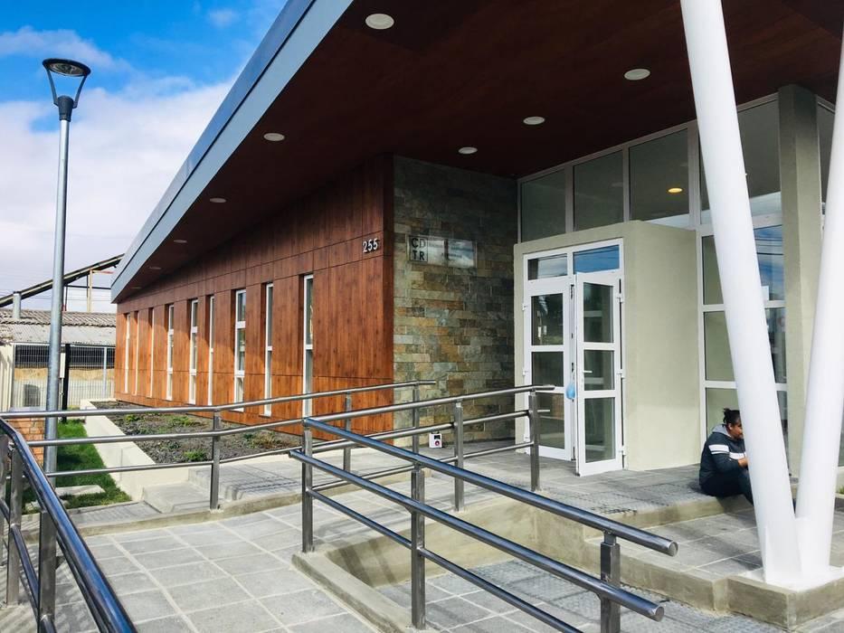 construccion centro de dializados Casas estilo moderno: ideas, arquitectura e imágenes de constructora ReyGer Moderno