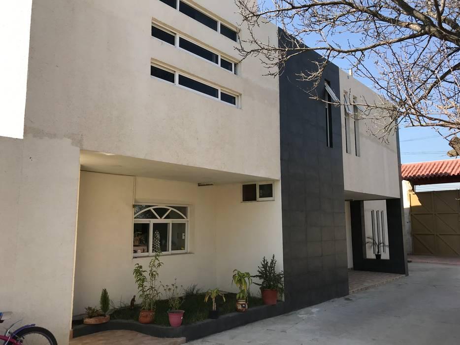 Fachada principal Casas minimalistas de GM Arquitectos Minimalista Hormigón