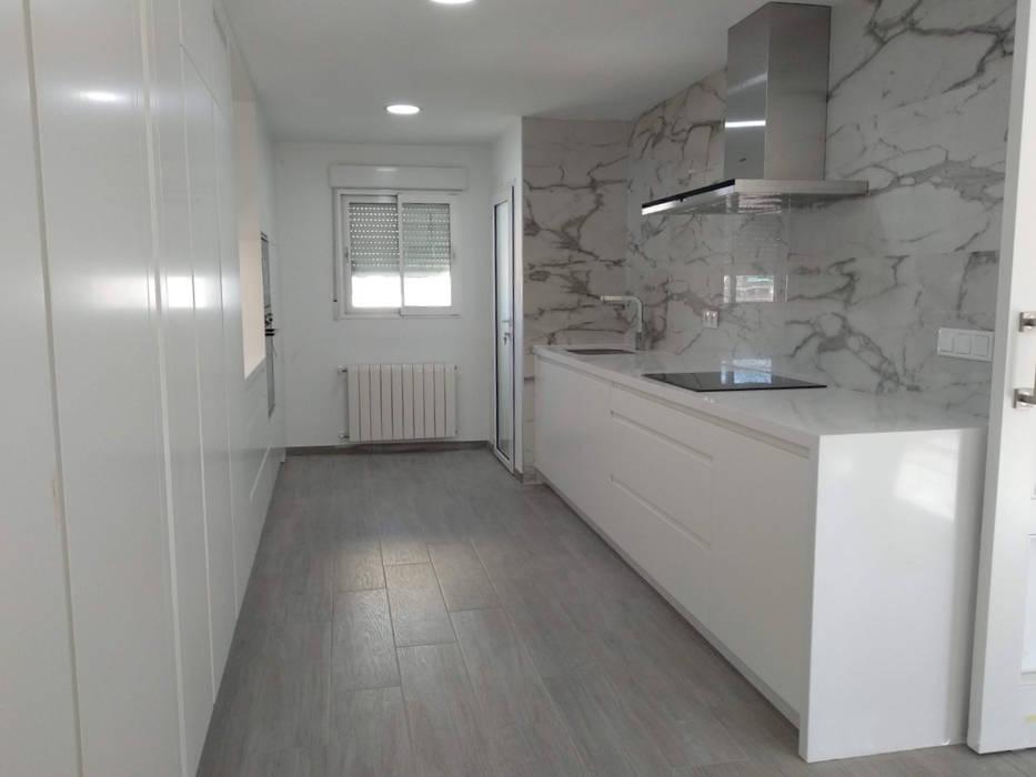 Reforma integral de cocina en Valencia de Gestionarq, arquitectos en Xàtiva Moderno