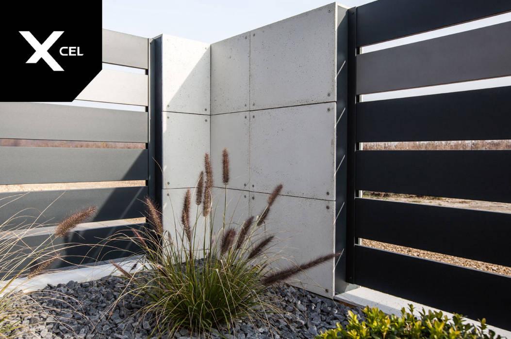 Poziome ogrodzenie aluminiowe w kolorze grafitowym: styl , w kategorii Podwórko zaprojektowany przez Xcel,