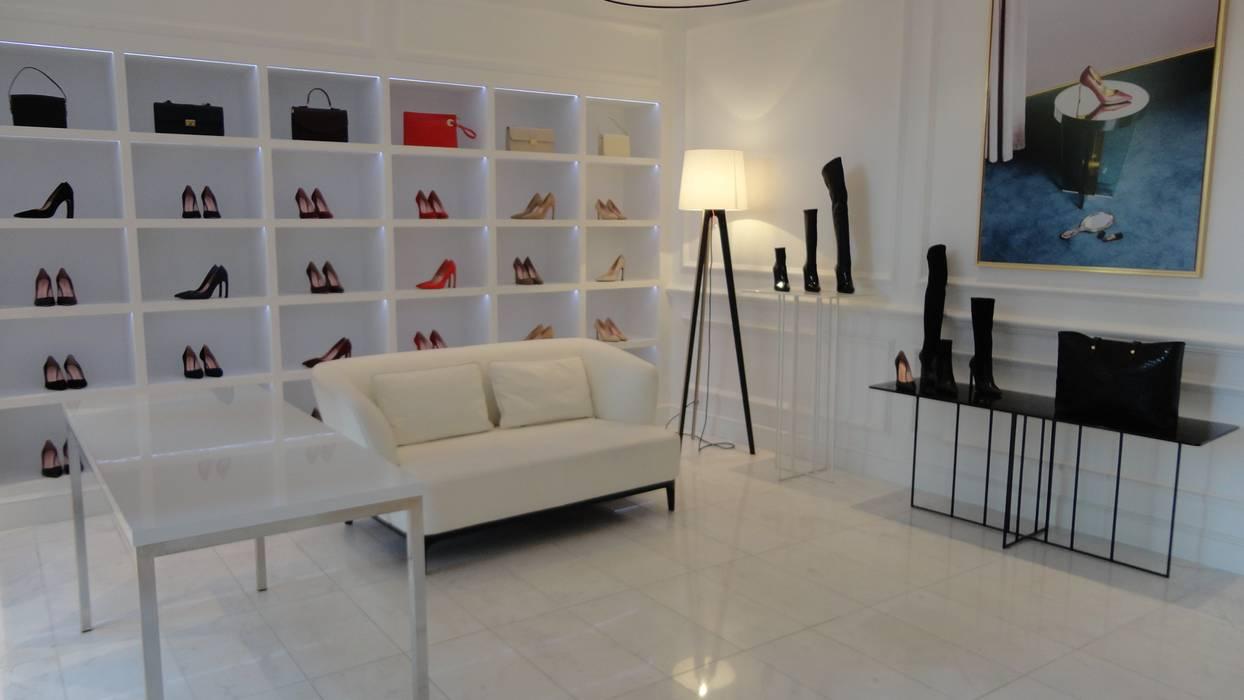 Decoración interior zapatería: oficinas y tiendas de estilo de ...