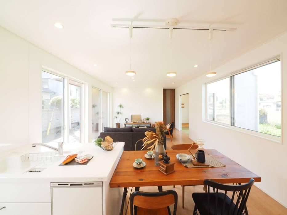 Live Sumai - アズ・コンストラクション - 现代客厅設計點子、靈感 & 圖片 White