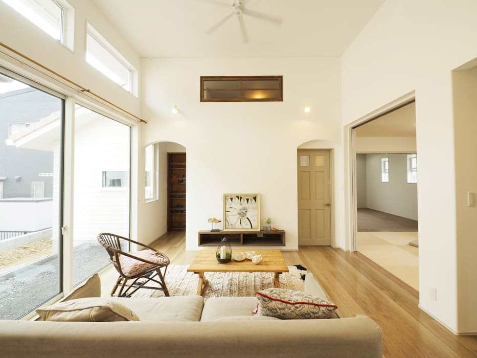 Live Sumai - アズ・コンストラクション - Classic style living room Beige