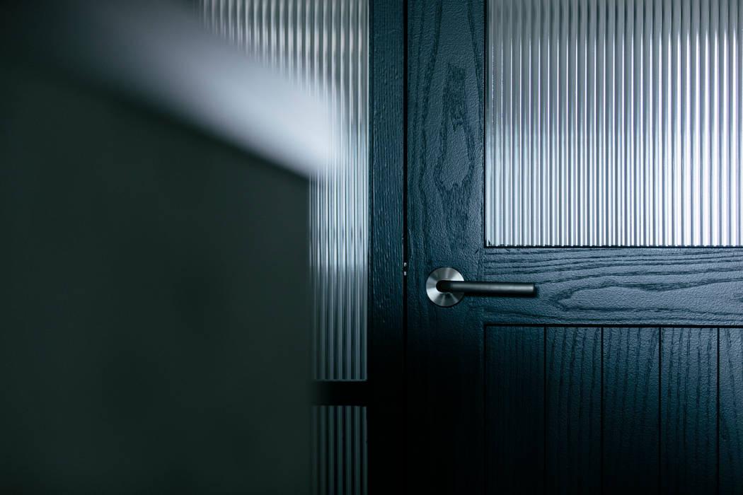 Puertas de estilo  por ELD INTERIOR PRODUCTS, Escandinavo Madera Acabado en madera