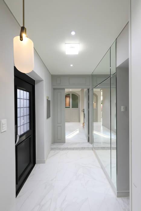 Modern corridor, hallway & stairs by 주택설계전문 디자인그룹 홈스타일토토 Modern Marble
