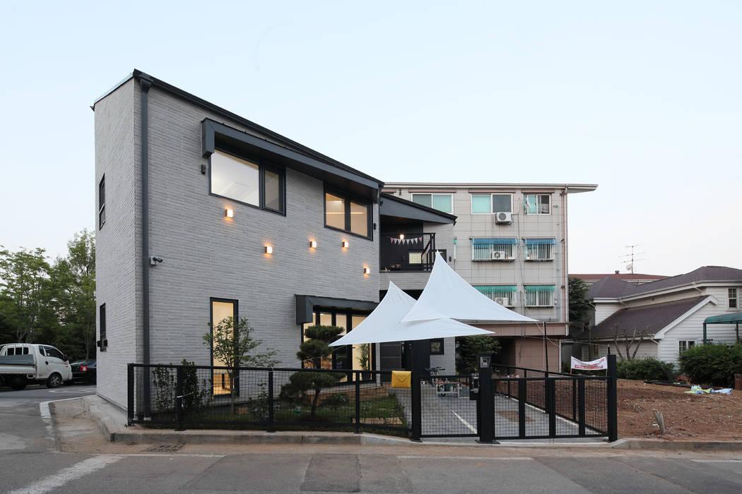 Wooden houses by 주택설계전문 디자인그룹 홈스타일토토, Modern Tiles