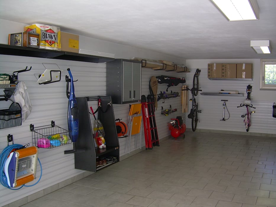 ARREDAMENTI PER GARAGE Garage/Rimessa in stile moderno di GLADIATORWORX SAGL - info@gladiatorworx.ch Moderno