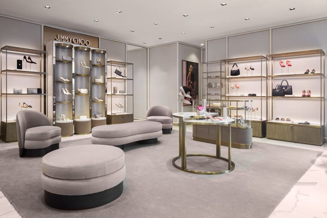 Jimmy Choo, Shop Floor Design:  Commercial Spaces by DMR DESIGN AND BUILD SDN. BHD., Modern
