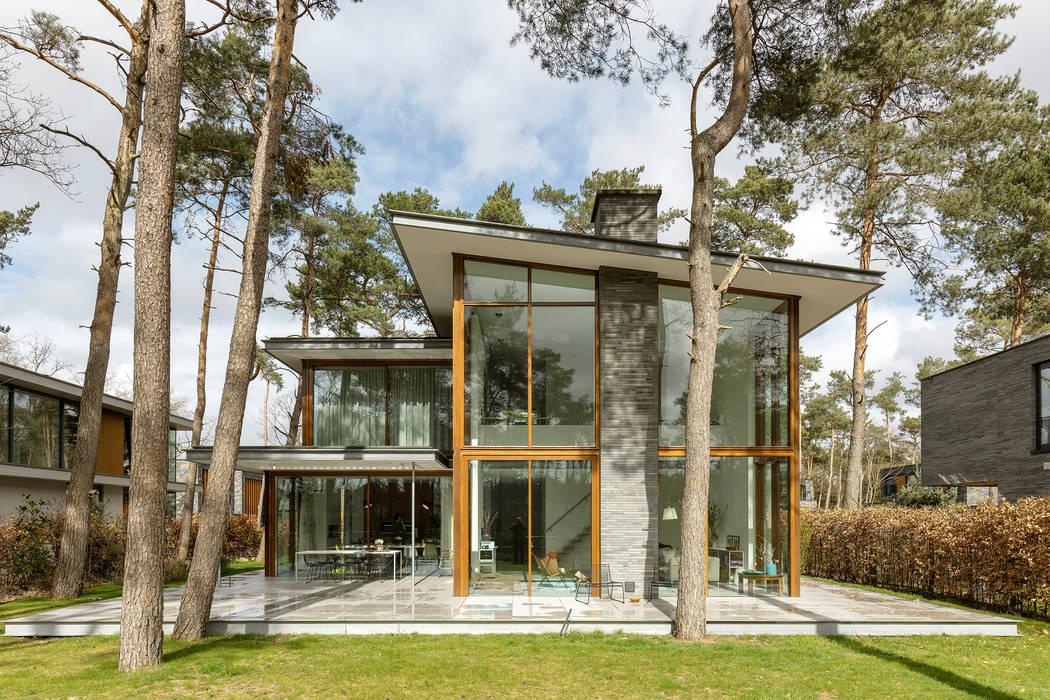 Een ontwerp voor een woonhuis waarbij we de omgeving intact hebben gehouden:  Villa door Engel Architecten,