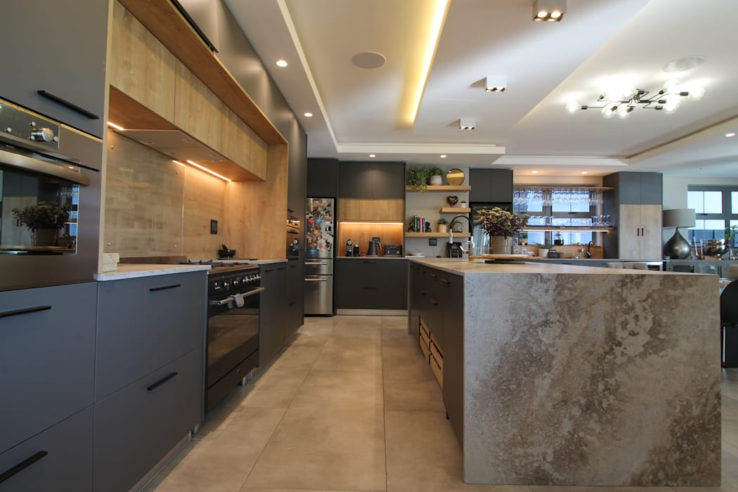 Kitchen:  Kitchen by Audio Visual Projects (PTY) Ltd