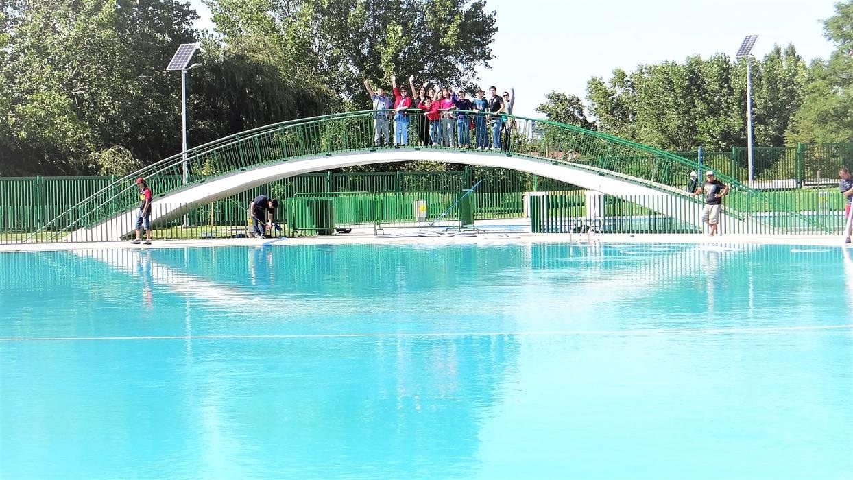 puente conector área de esparcimiento: Estadios de estilo  por Brassea Mancilla Arquitectos, Santiago,