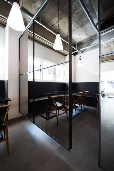 Puertas modernas de M's plan 엠스플랜 Moderno Metal