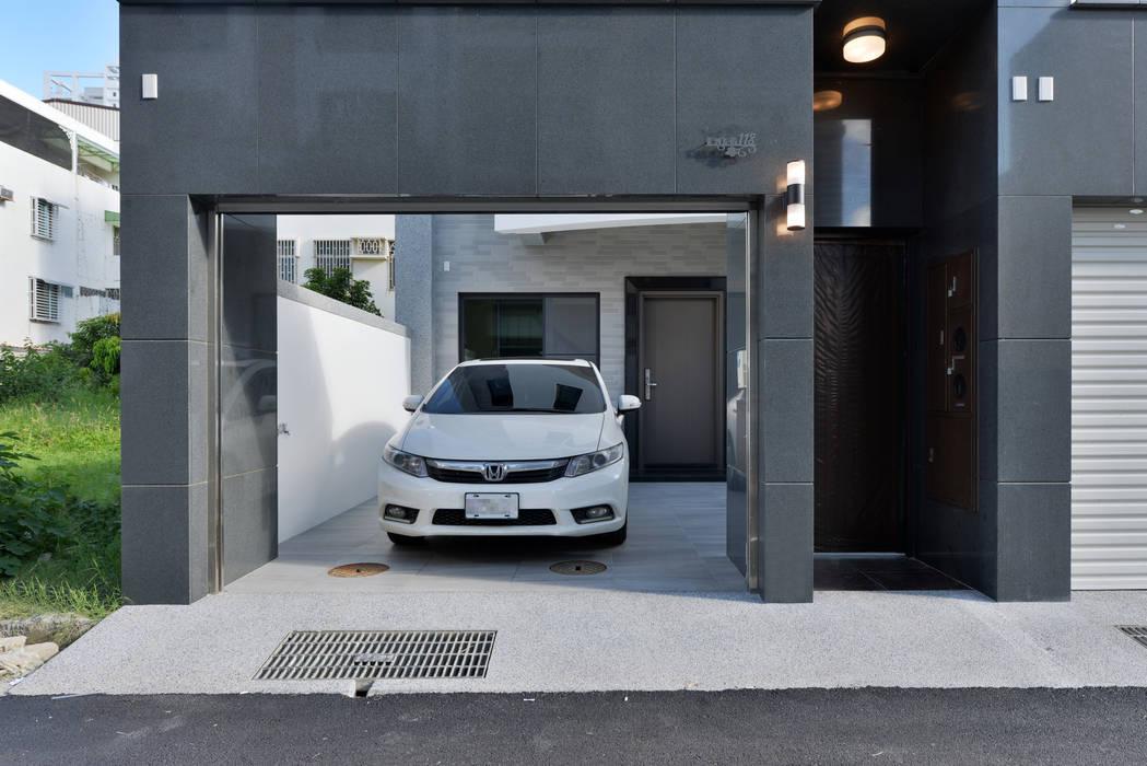 前庭車庫:  房子 by houseda,