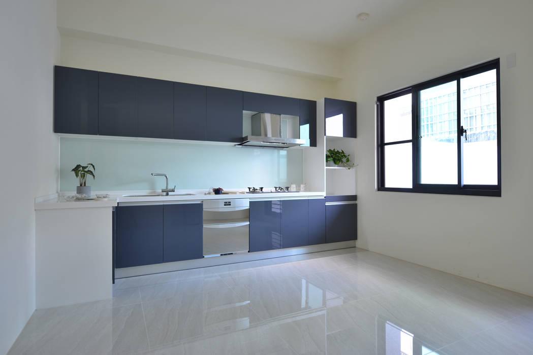 餐廳與廚房 根據 houseda 現代風 塑木複合材料