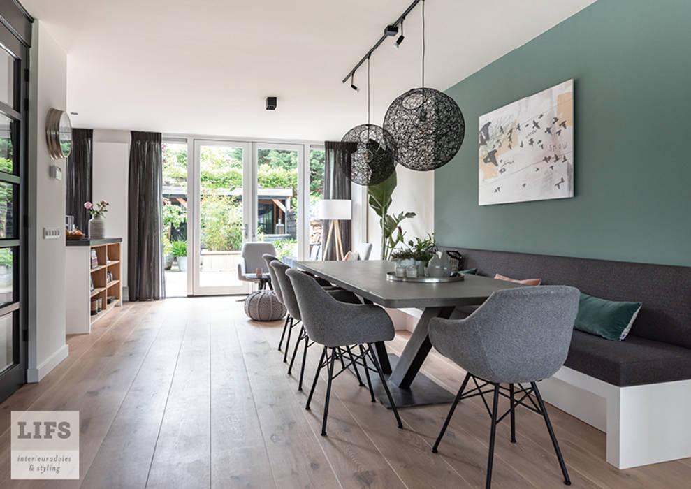 Eethoek:  Eetkamer door Lifs interieuradvies & styling, Modern