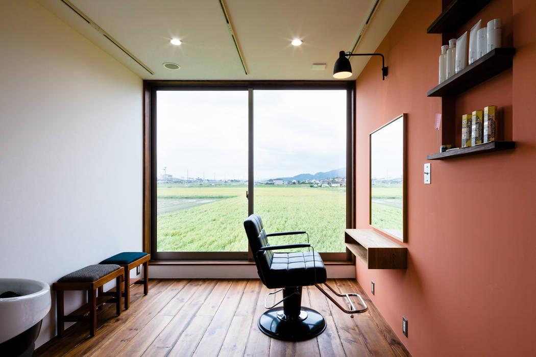 uPVC windows by a.un 建築設計事務所, Scandinavian Wood Wood effect