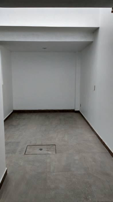 TRASSO ATELIER Garasi Modern