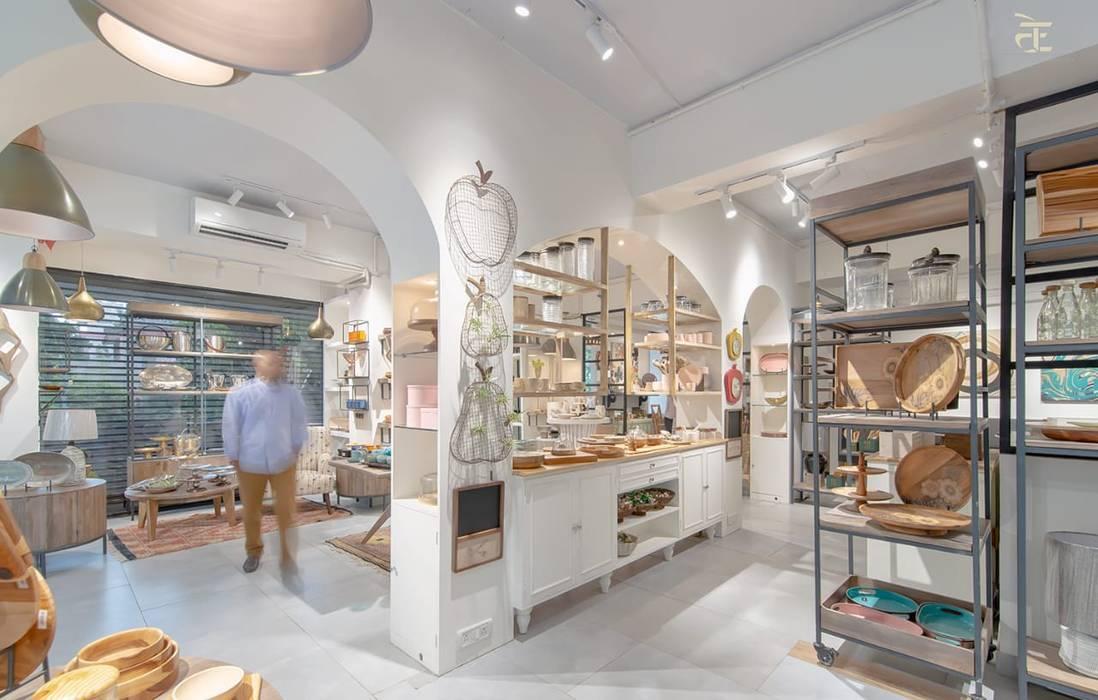 Ruang Komersial oleh flamingo architects, Kolonial