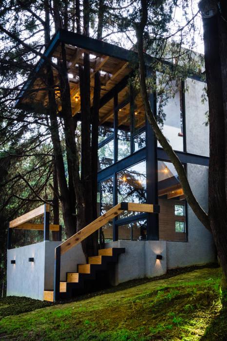 Fachada desde jardín: Casas pequeñas de estilo  por RAMLE Arquitectos, Moderno Concreto