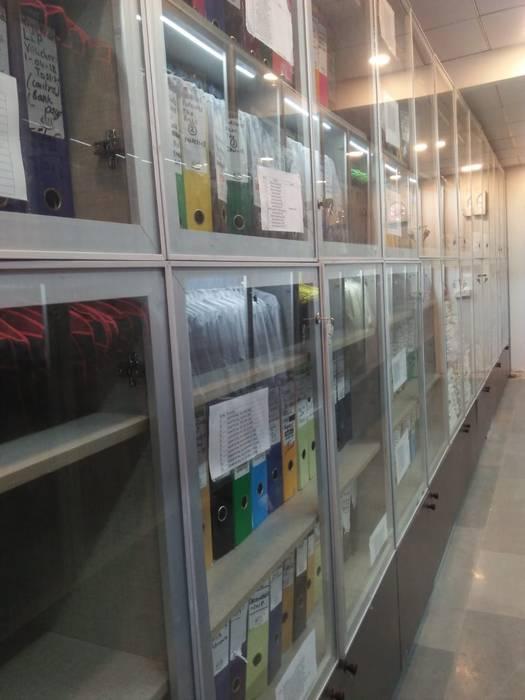 Bookshelf and file storage: minimalist  by Grey-Woods,Minimalist Glass