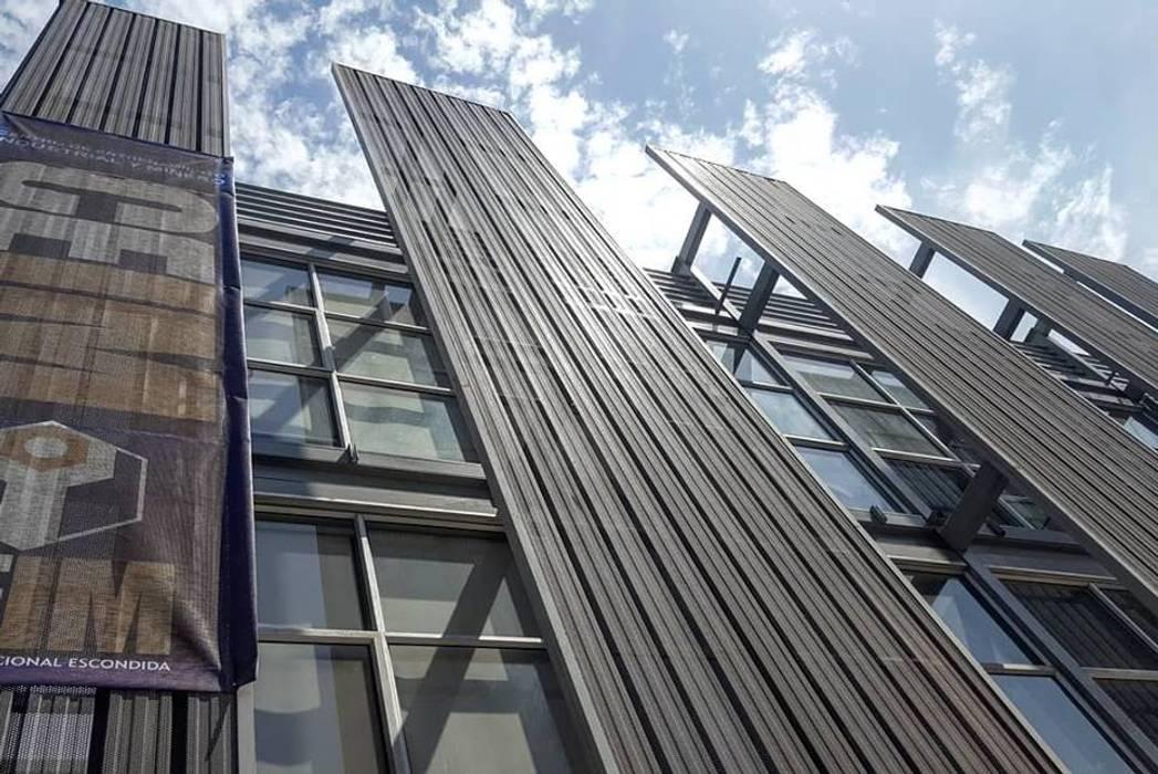 Estructura de control climatico: Persianas de estilo  por Yañez y Muñoz Arquitectos, Industrial Aluminio/Cinc