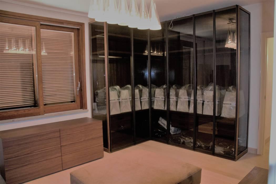 Camera da letto padronale con guardaroba: camera da letto in ...