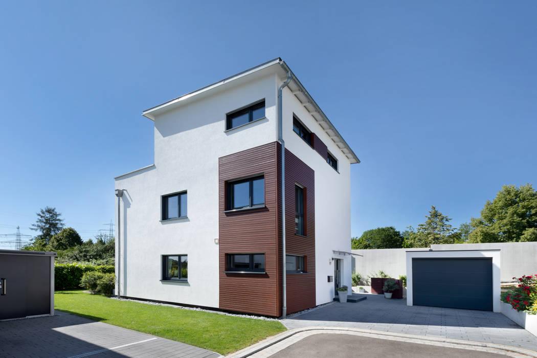 Wohnen auf drei Ebenen von TALBAU-Haus GmbH Modern