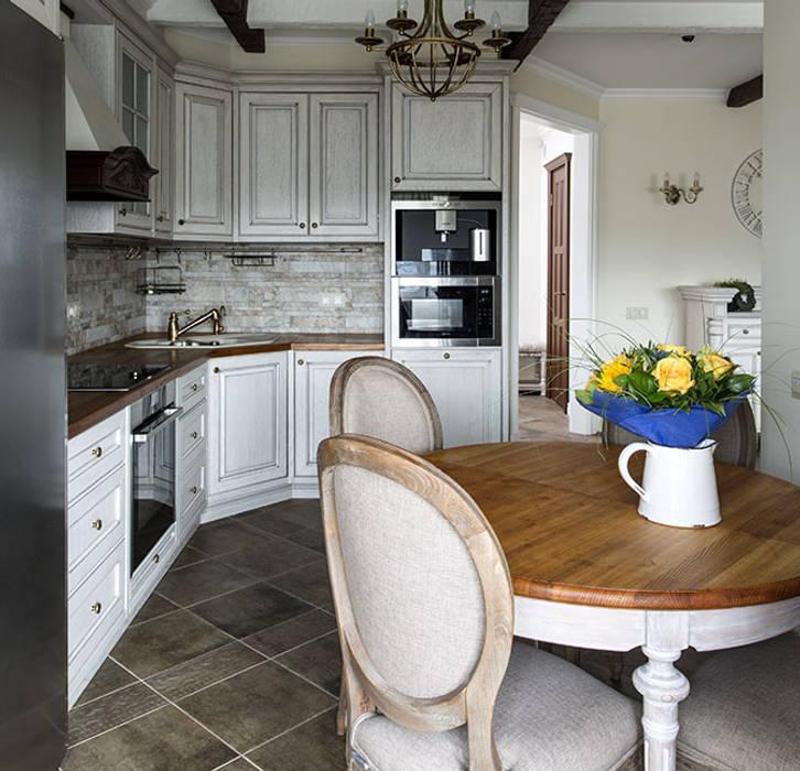 Кухня - квартира на Профсоюзной: Кухни в . Автор – ZEBRANO - Дизайнерская мебель, Классический