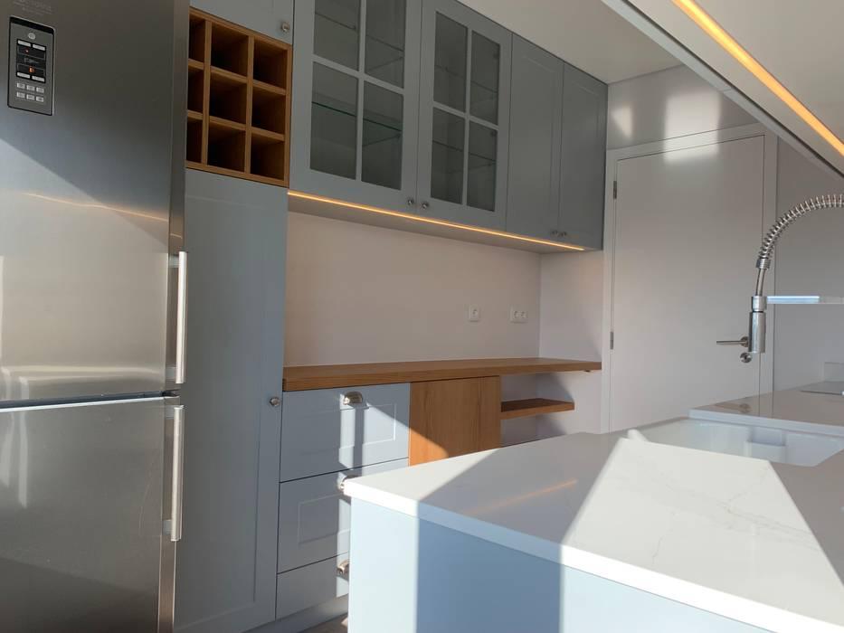 Cozinha : Cozinhas  por CSR - Construção e Reabilitação em Lisboa,