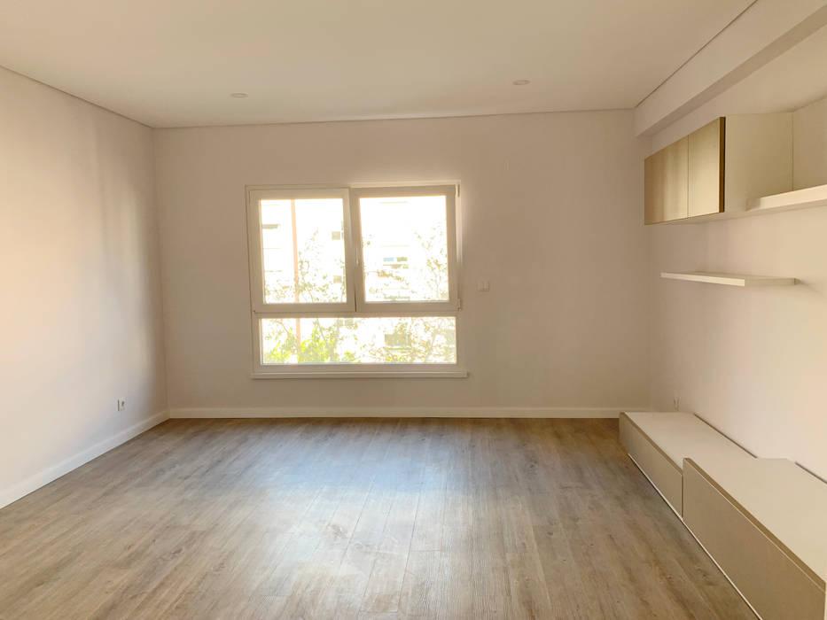 Sala : Salas de estar  por CSR - Construção e Reabilitação em Lisboa,
