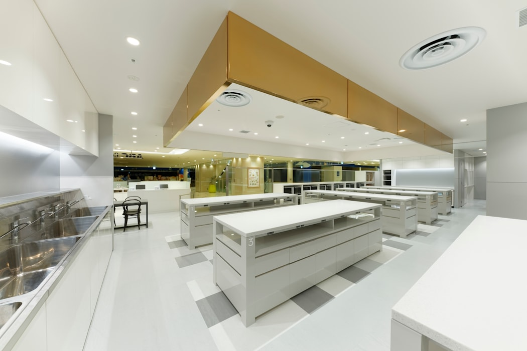 KITZ.CO.LTD Commercial Spaces Metal Amber/Gold