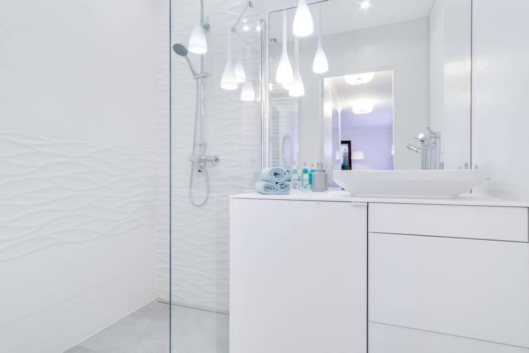 Mała łazienka: styl , w kategorii Łazienka zaprojektowany przez Lux Interiors - projektowanie i aranżacja wnętrz Gdańsk, Gdynia, Sopot,