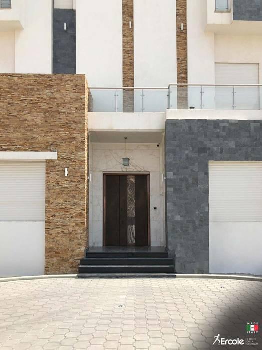 Inserimento Porta di Lusso in Oman di Ercole Srl Moderno