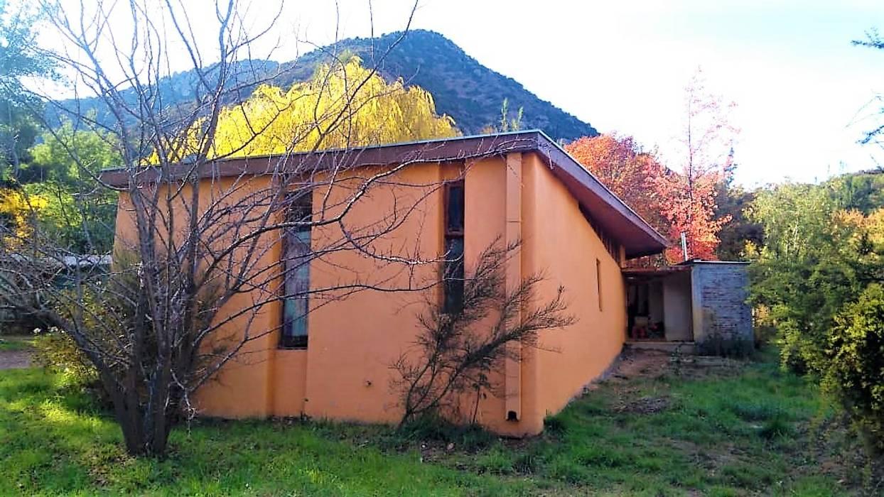 Fachada Poniente y Sur: Casas ecológicas de estilo  por Brassea Mancilla Arquitectos, Santiago, Moderno Madera Acabado en madera