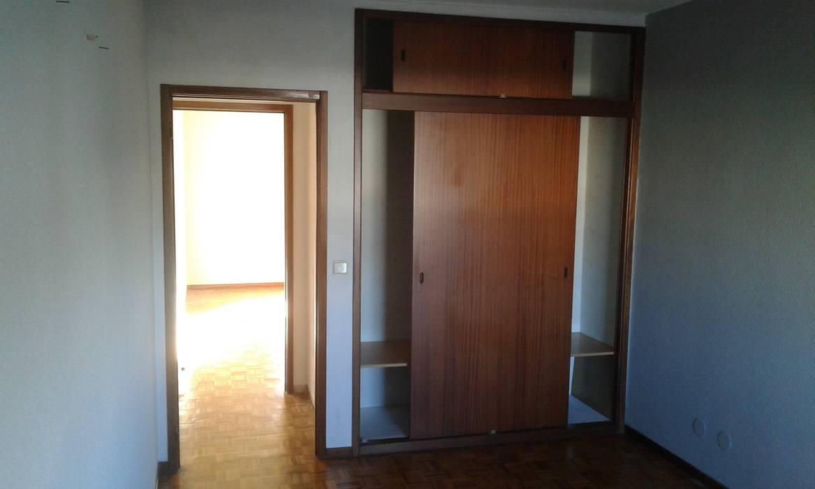 Closet - Antes: Quartos  por CSR - Construção e Reabilitação em Lisboa,