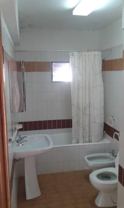 Casa de banho - Antes: Casas de banho  por CSR - Construção e Reabilitação em Lisboa,