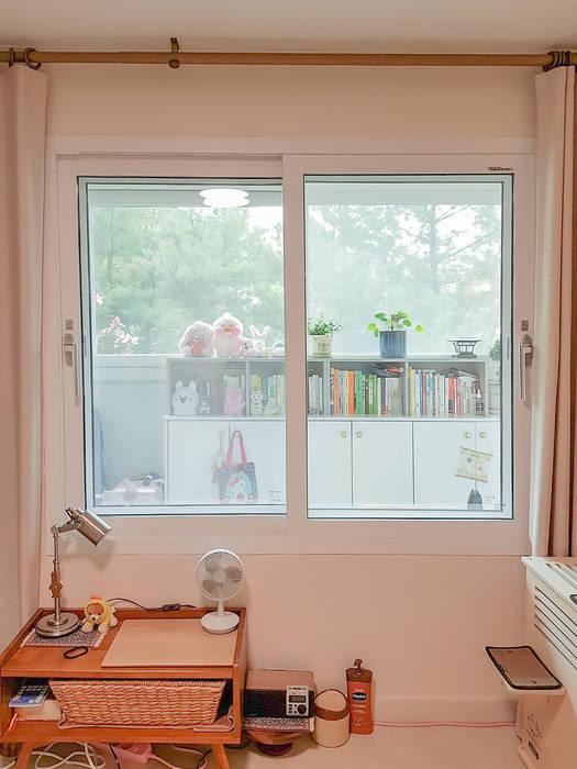 Puertas y ventanas de estilo moderno de 그리다집 Moderno