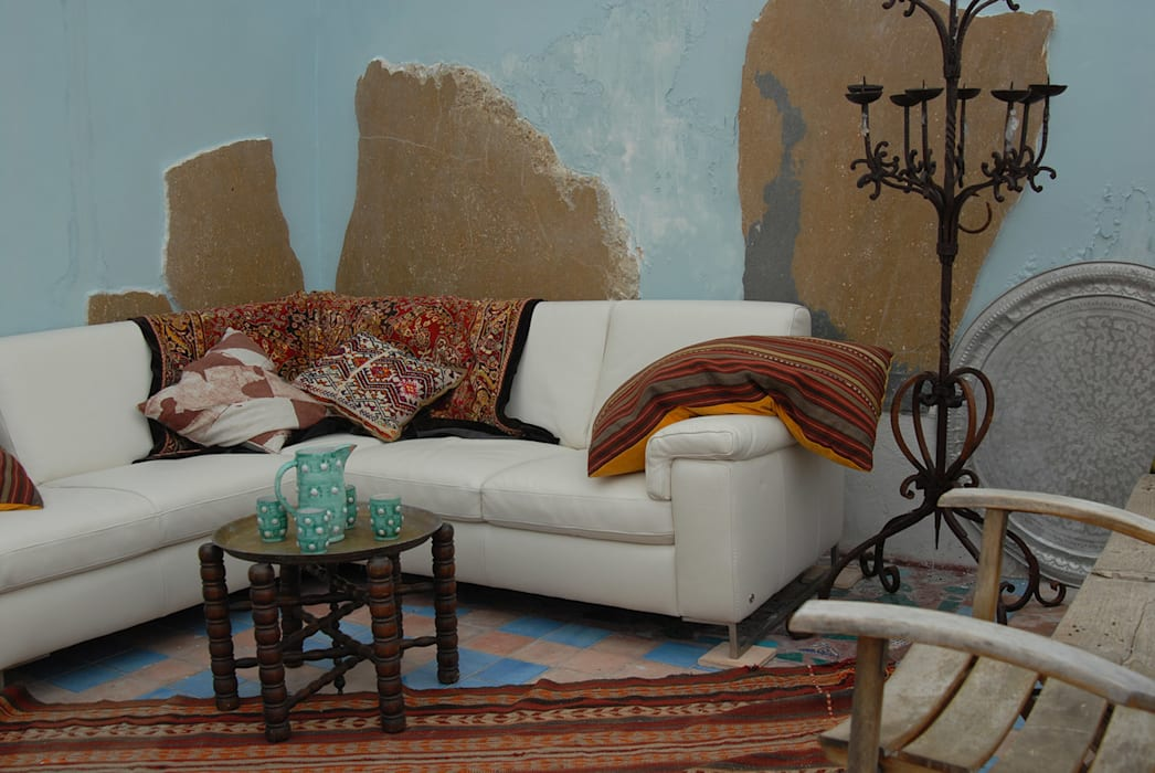 Living room by ARTE DELL' ABITARE, Mediterranean