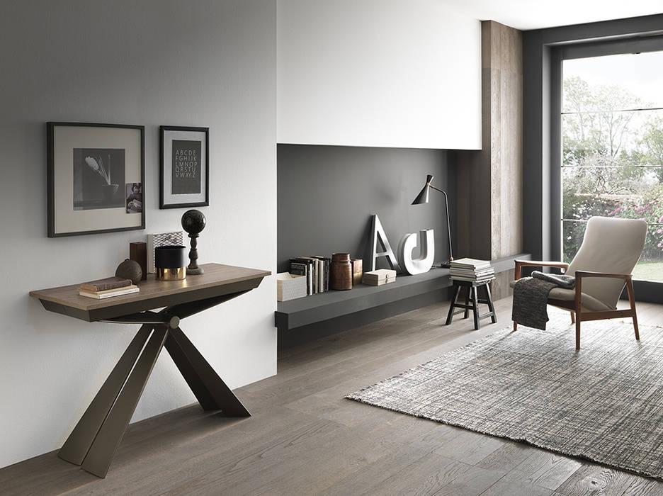 Consolle trasformabile in tavolo lungo 295 cm : Soggiorno in stile  di Mobili a Colori ,