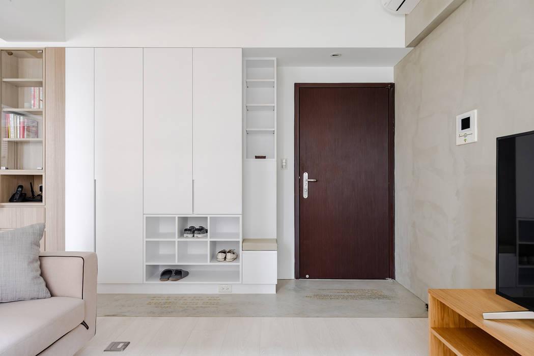 Minimalist corridor, hallway & stairs by 文儀室內裝修設計有限公司 Minimalist Wood Wood effect
